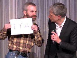 Hallo Meinung Mitglied protestiert gegen Auftritt von Spendenabzocker Thomas Grabinger Berlin - Digitaler Chronist